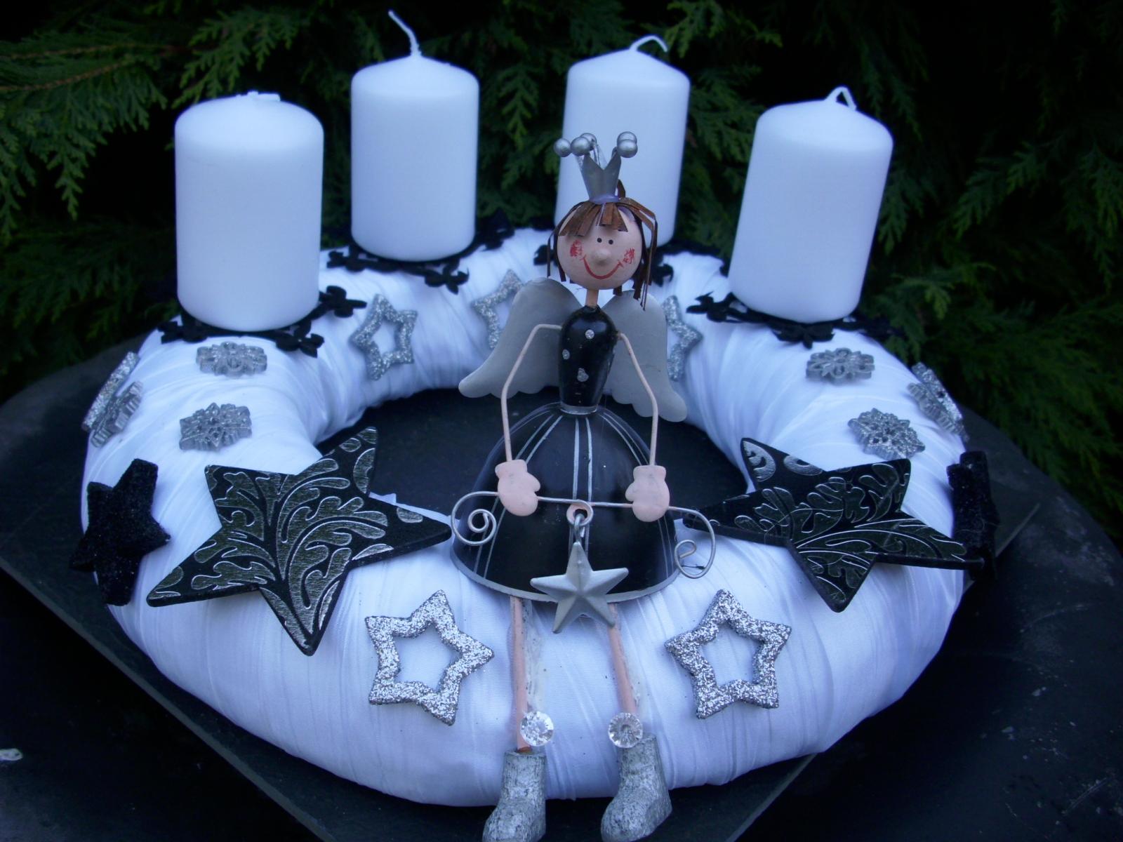 adventskranz dauerhaft weiss schwarz silber sterne engel weihnachtskranz modern ebay. Black Bedroom Furniture Sets. Home Design Ideas